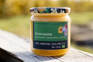 Blütenzauber einer unser cremigen Honig/ Blütenhonig